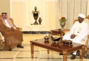 وزير الدفاع القطري يلتقي الرئيس السوداني في الخرطوم