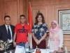 وزيرة الهجرة المصرية تستقبل الفتى البطل الذي أنقذ حياة51 طالبا بإيطاليا