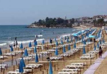 اليونان تعيد فتح شواطئها