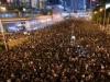 احتجاجات في هونغ كونغ تدفع برئيستها للاعتذار ورفض الاستقالة
