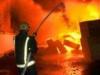 فرق الإطفاء تكافح حريقاً بمحال عطور وأقمشة في بغداد
