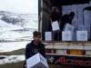 إيصال المساعدات الإغاثية والنفط للنازحين في مخيّم سنجار