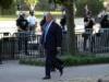 ترامب يترجل خارج البيت الأبيض